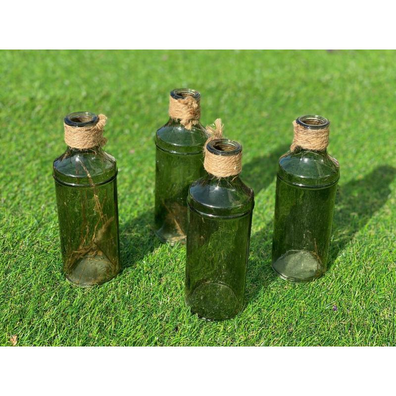 Набор зеленых бутылок