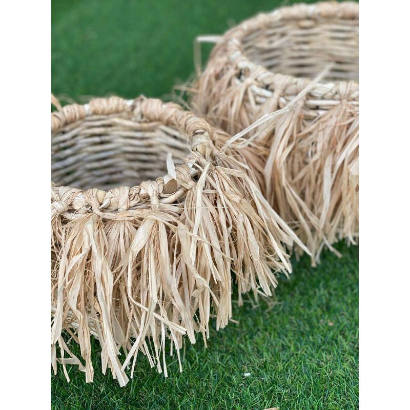 Плетеная корзина с бахромой