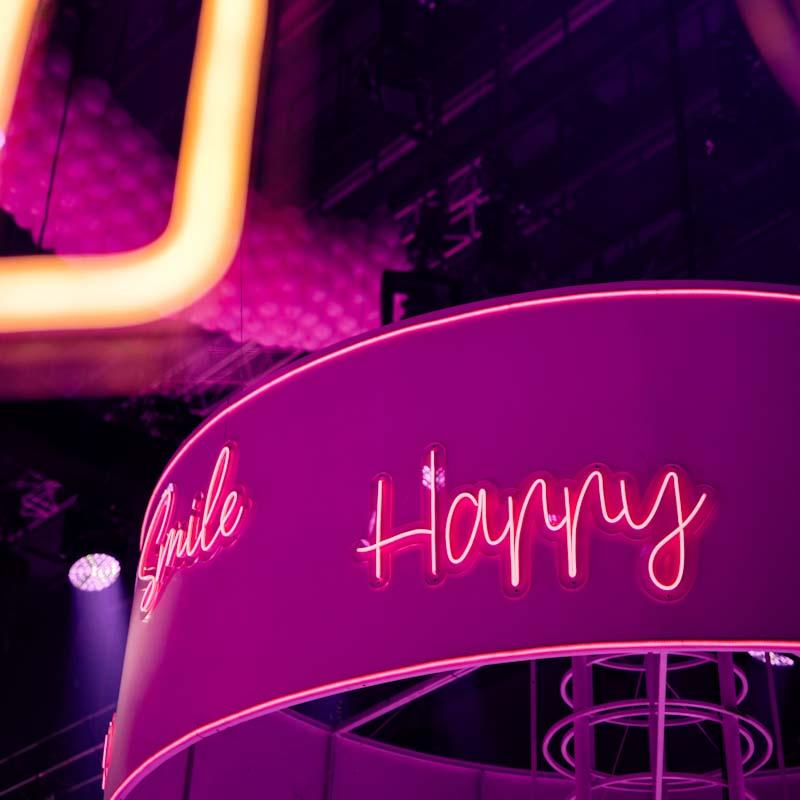 Световая надпись HAPPY