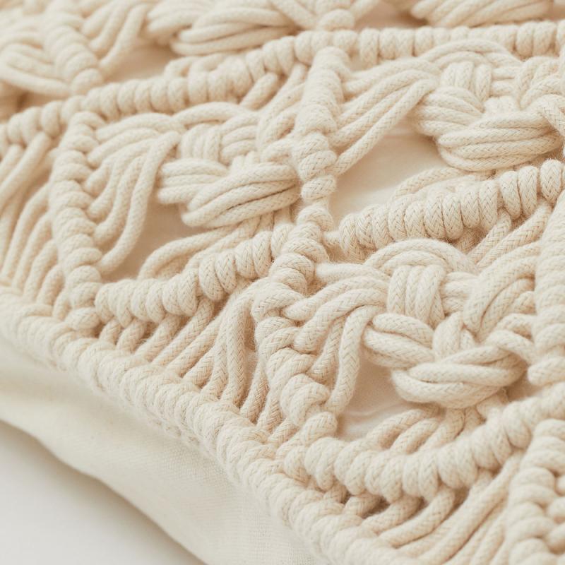 Подушка плетеная