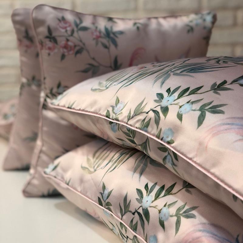 Подушка атласная розовая с принтом